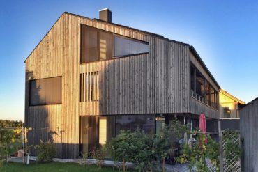 Holzhaus - moderne Fassade mit Holzverschalung
